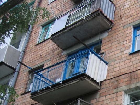 50-ти летний мужчина сорвался с балкона 4 этажа