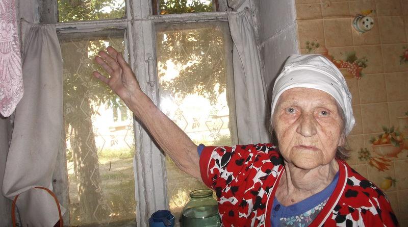 82-летняя первостроитель Медногорска Тамара Николаевна живет в прогнившем доме