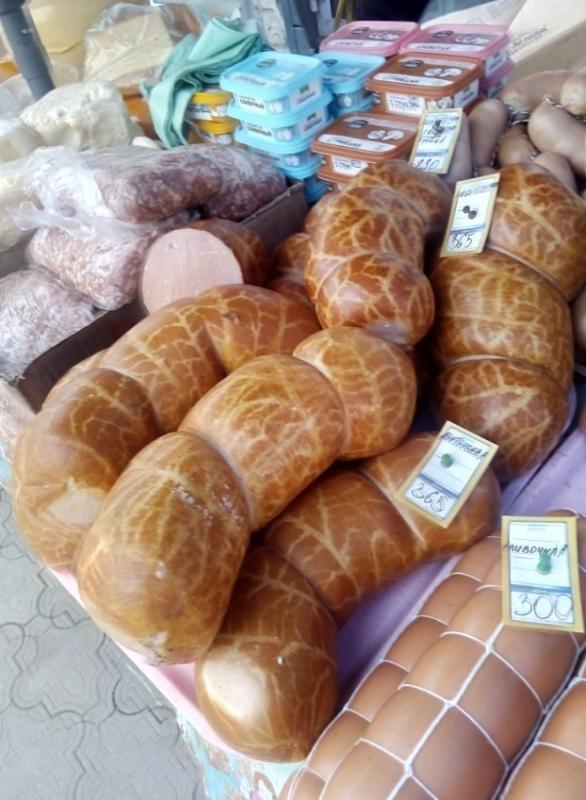 Колбаса на рынке Медногорска