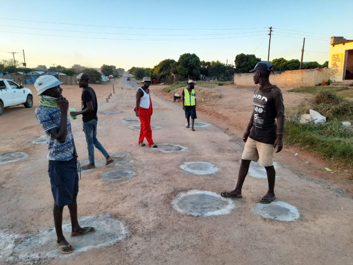 Unemployed men repair potholes in N'wamitwa for a living