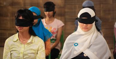 https://i2.wp.com/nwasianweekly.com/wp-content/uploads/2012/31_23/siff_blindfold.jpg