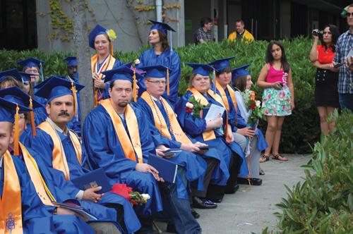 https://i2.wp.com/nwasianweekly.com/wp-content/uploads/2012/31_26/blog_graduates.JPG?resize=500%2C332