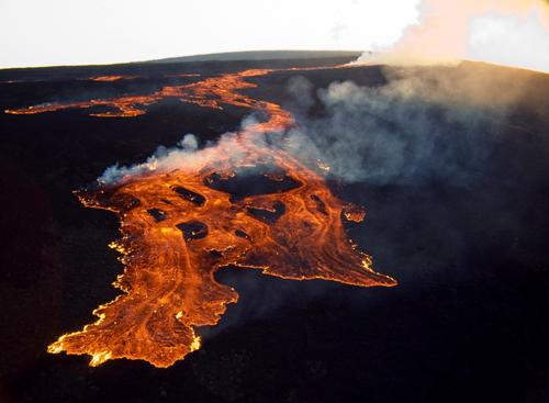 https://i2.wp.com/nwasianweekly.com/wp-content/uploads/2014/33_27/nation_volcano.jpg?resize=500%2C367