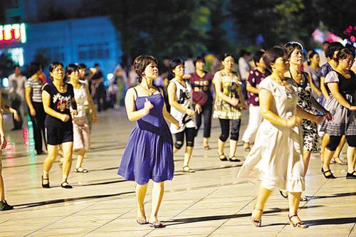 https://i2.wp.com/nwasianweekly.com/wp-content/uploads/2014/33_43/world_dance1.jpeg?resize=500%2C333