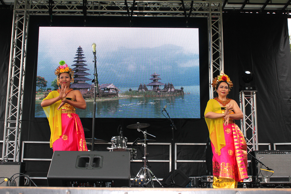 Parwati Martin (left) and Niluh Porter perform Tari Puspanjali, a traditional Indonesian dance. (Photo by James Tabafunda/NWAW)