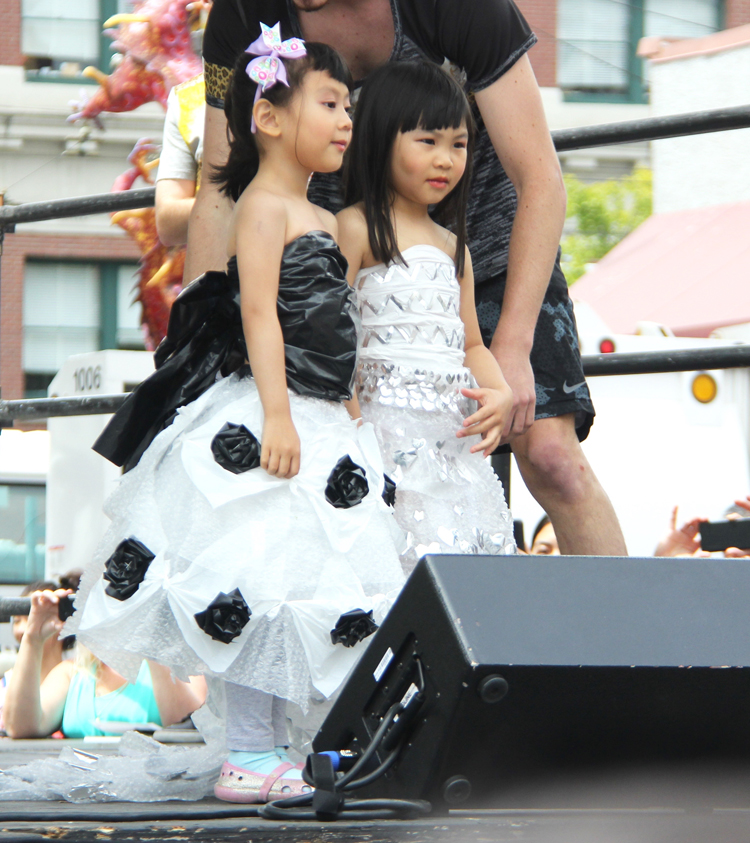 Jennifer (wearing black top)and Junelyn Tam (Photo by Eugene Tagawa)