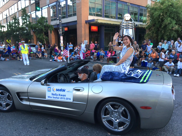 Miss Seafair Nella Kwan waves to the crowd during the Chinatown Seafair Parade. (Photo by John Liu/NWAW)
