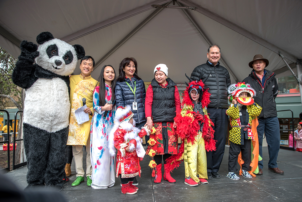 Judges with the 1st, 2nd, and 3rd place winners. (Photo by Andre Chow)