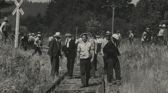 Striking longshore workers occupy the railroad tracks near Pier Park and N. Columbia Blvd. (Image A2004-002.9377, courtesy of City of Portland Archives & Records)