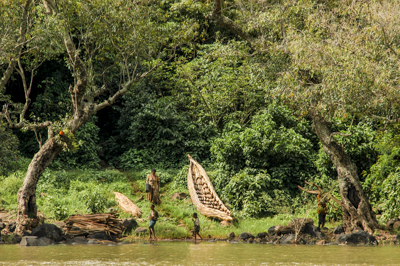Ethiopia: Lake Tana, source of the blue Nile, fisherman and canoe on the shore.