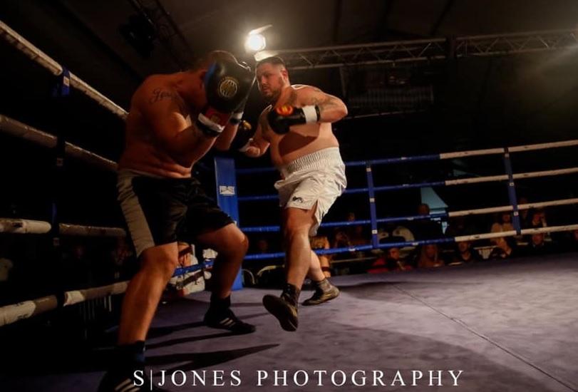 Ben Humphreys defeats Alan Blacks on points to win WUMA heavyweight title