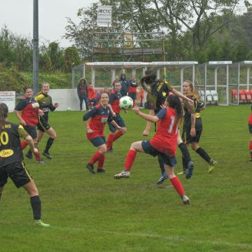 Women's football: Mountain conquered, Llanfair and Amlwch hit 10