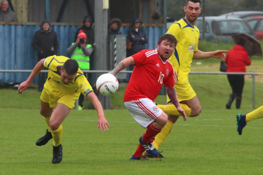 Island Games hero Mel McGinness leaves Porthmadog to sign for Llangefni Town
