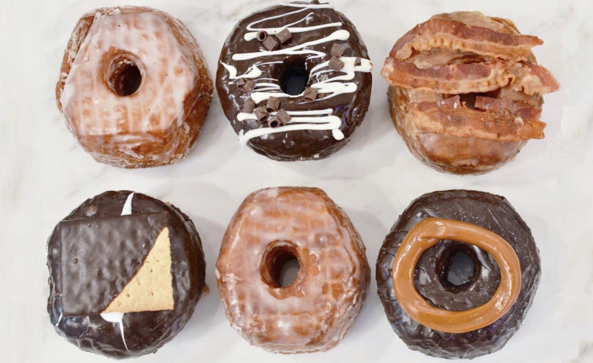 【クロワッサンドーナツ】老舗のこだわり店 ドーナツ・パブ(The Donut Pub)初めてのメープル・ベーコン