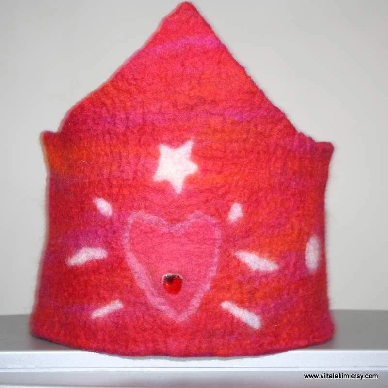 YOU ARE MY LOVE COME AND PLAY CROWN, WETFELTED, reversible, seamless, ECOFRIENDLY