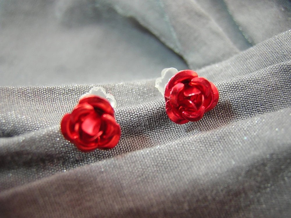 Small Red Rose Flower Post Back Earrings by Rewondered D225E-55506 - $4.95