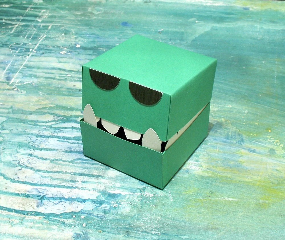 The Monster Cube - a little paper box
