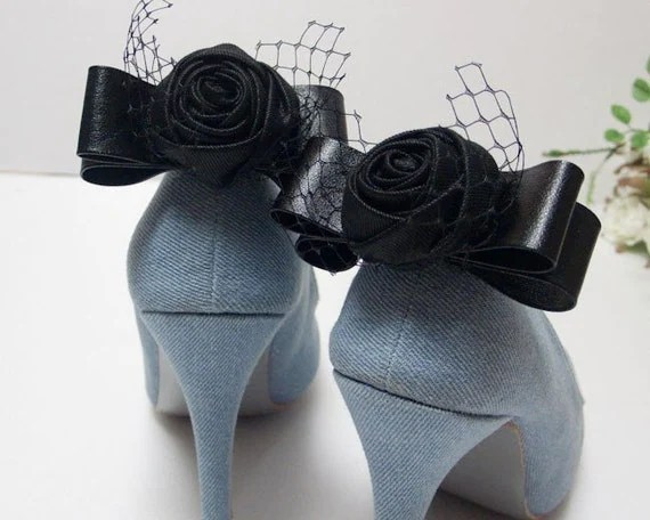 Black rose bow shoe clips