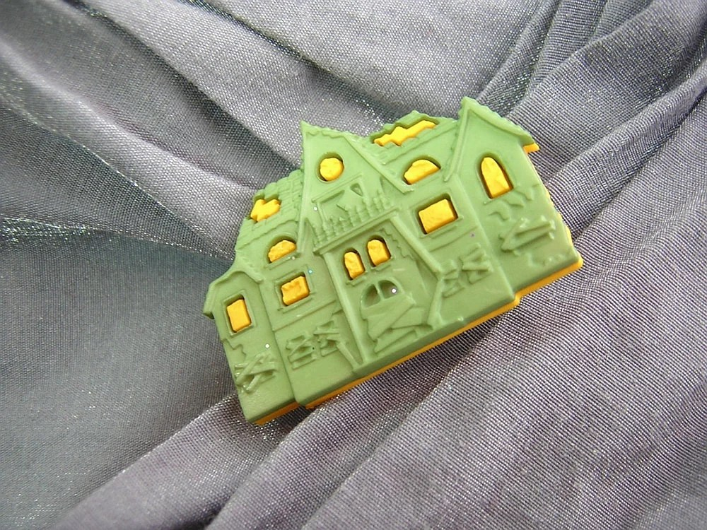 Haunted House Pin by Rewondered D225P-00002