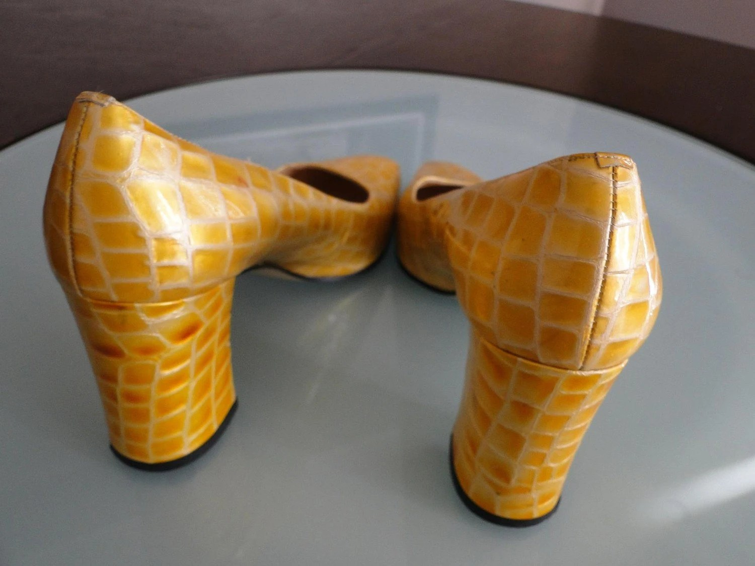 Vintage Italian Made Yellow Pumps Size 8.