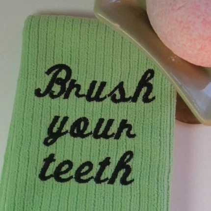 Friendly Reminder Towels -Brush Your Teeth- GREEN