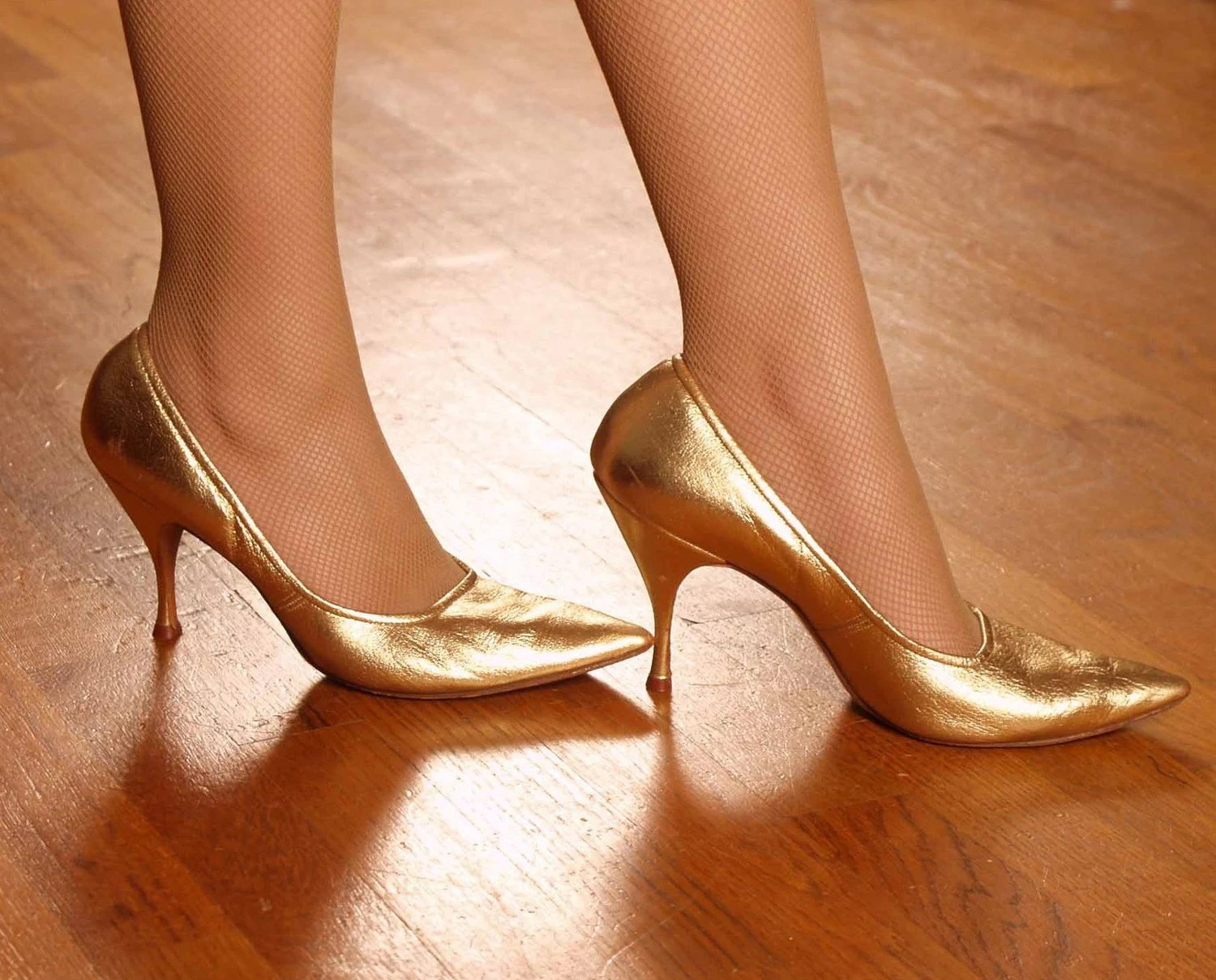 Vintage 1950s BUILT FOR SPEED Gleaming Gold Pointy Toe Pumps Sz 9 9.5