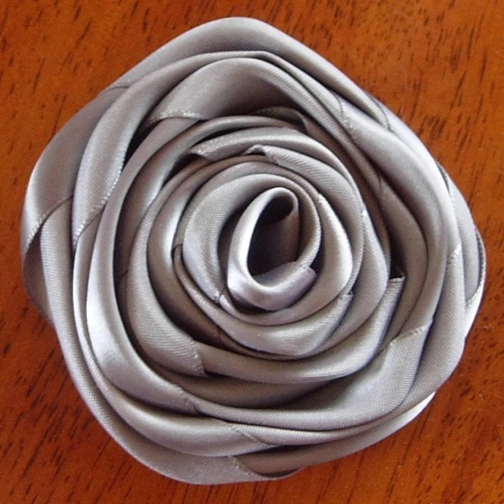 Rose brooch pin - Silver gray