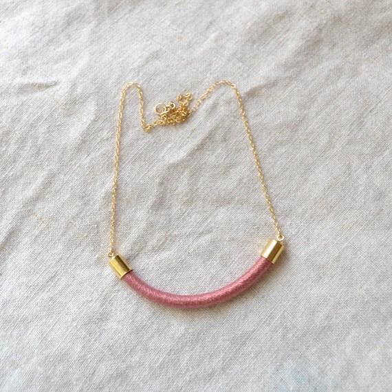 la reine necklace (blush)