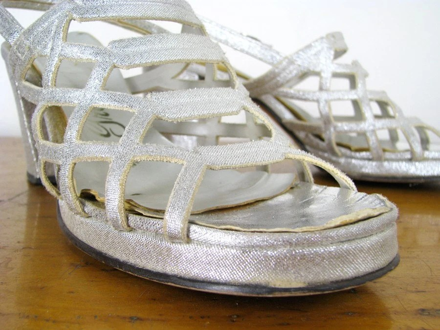 vintage SILVER CRISS-CROSS metallic loafer heels handcrafted 1950s vegan size 7.5