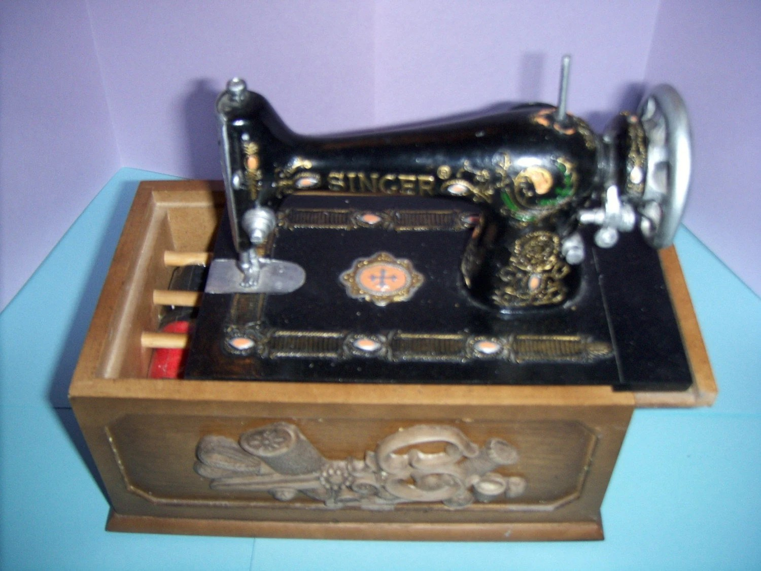 Antique REPLICA Mini Singer Sewing Machine Notion Box