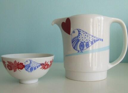 Bird love teapot