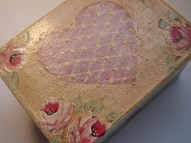 Roses and heart box