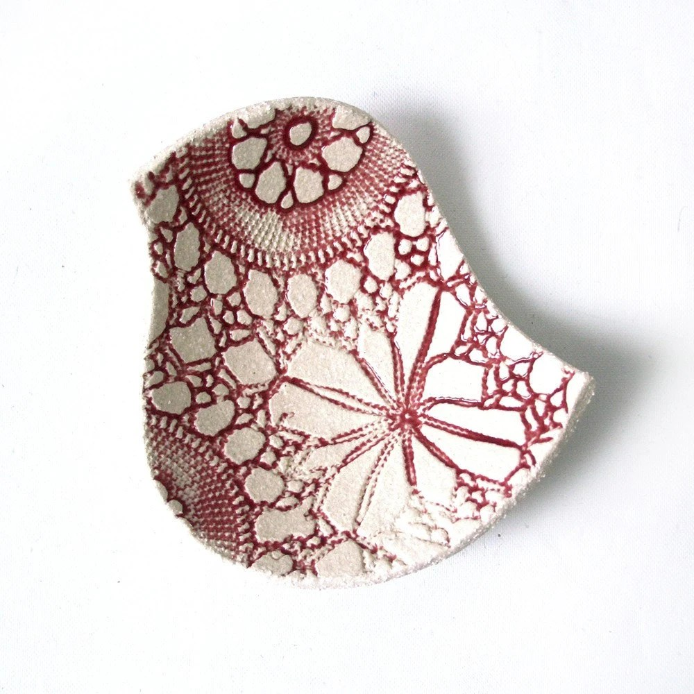 Lacy bird bowl in raspberry and cream