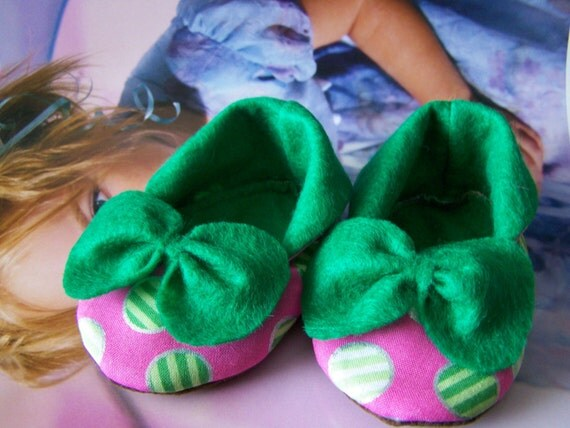 Baby shoes cotton and felt,green and polka dots