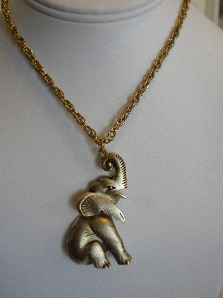 Vintage Retro Gold Tone Elephant Pendant Necklace