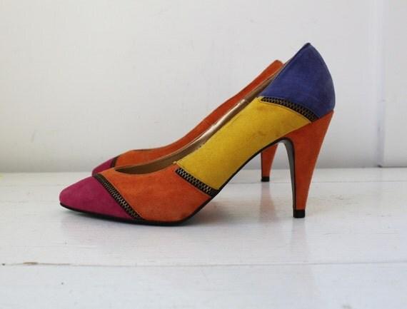 SALE vintage 1980s FRUITLOOP suede pumps. High heeled. 6B