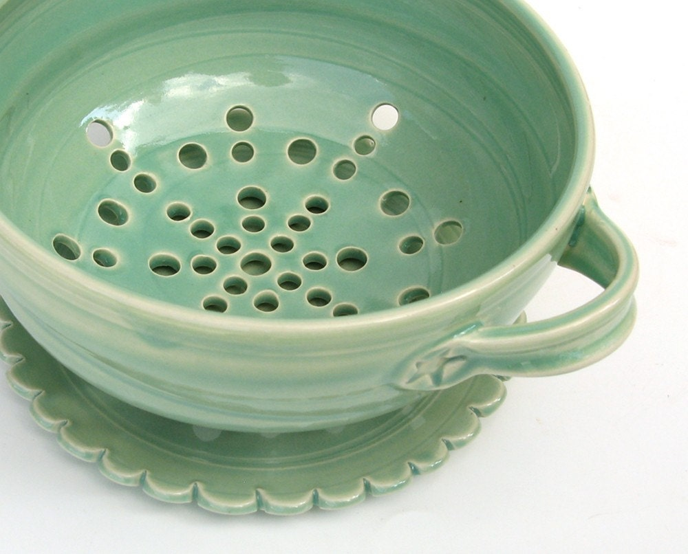 berry bowl strainer and scallop saucer