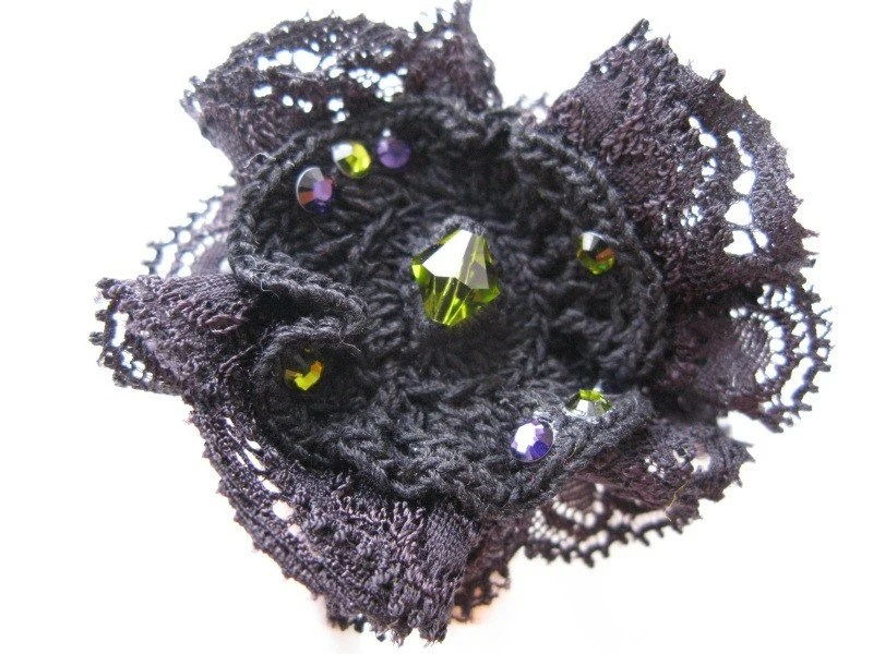 Sparkle in the eyes - Big handmade adjustable gothic ring with a lace