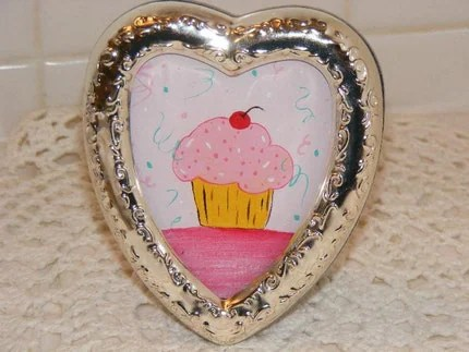 Small Heart Cottage Photo Frame with Original Cupcake Art
