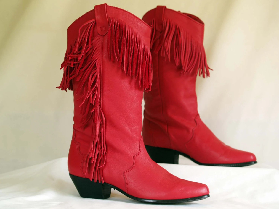 womens vintage red fringe dingo cowboy boots. size 6 1/2