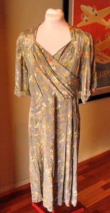 Vintage 1940s Grey 'Daisy' Rayon Dress - Remodel or Mend