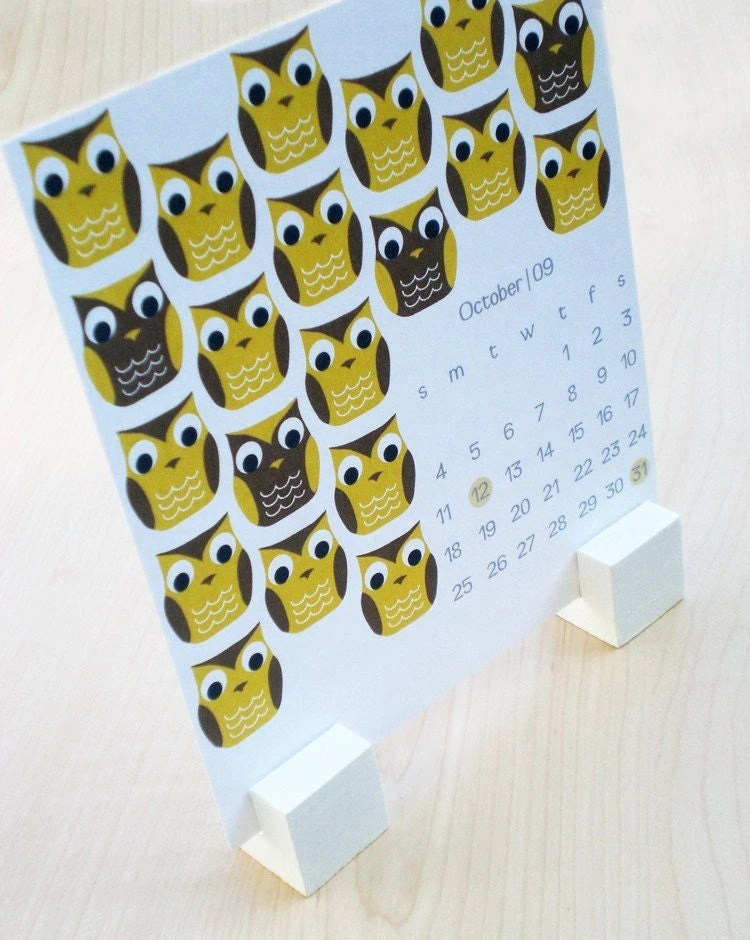 Cute little owls and other repeating patterns on this adorable calendar (I like the stand too!). From PSPaperGoodss Etsy shop.