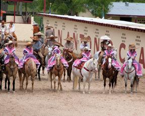 san-antonio-riders-ready-for-parade
