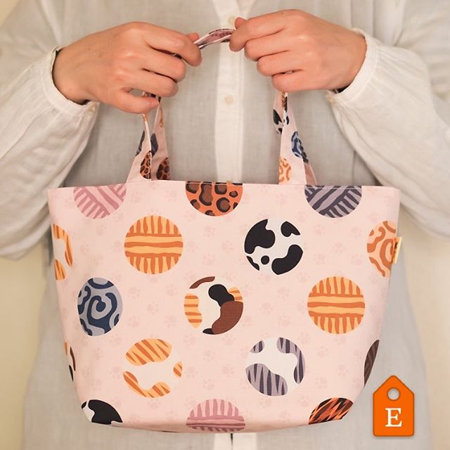 Cotten small tote bag with Cat Fur Patterns' PolkaDots.What's your cat dots!?.updated new tote bag on my Etsy shop!Please visit the URL in my bio!国内販売は、にゃごみ処で検索してね.http://www.nyagomi.com@etsy #etsy #etsyseller #etsyshop #etsyfinds #etsyhandmade #etsyhunter #polkadots