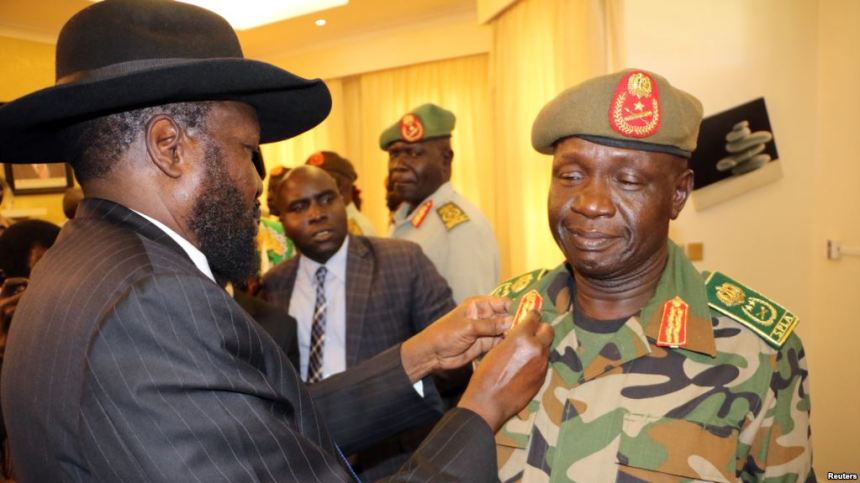 South Sudan's President Salva Kiir decorates newly appointed army chief General James Ajongo during his swearing-in ceremony at the Presidential Palace in Juba, South Sudan, May 10, 2017(Photo: file)