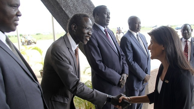 US Ambassador to the United Nations Nikki Haley, right, meets South Sudanese officials on her arrival in Juba, South Sudan, Wednesday, Oct.25, 2017(Photo: AP)