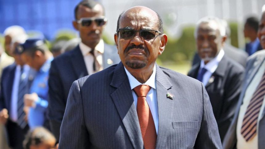Sudanese long term president, Omar Hassan Al-Bashir and his bodyguard(Photo: file)