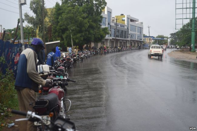 Boda-boda motor cycles as they line-up for fuel n one of petroleum station in Juba (Photo credit: VOA)