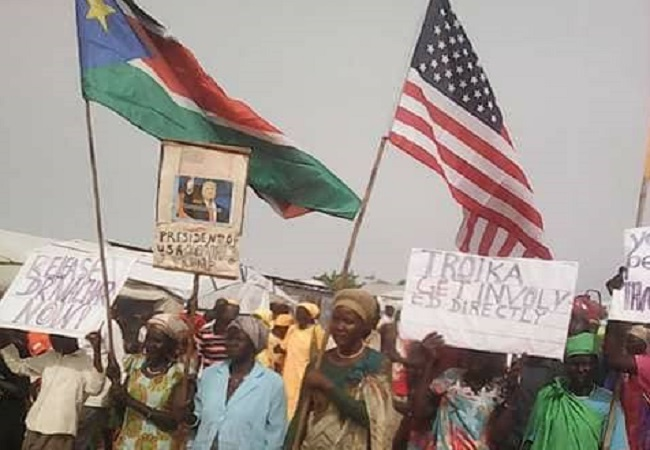South Sudanese citizens peacefully demonistrate to demand peace and release of the SPLM-IO Chairman Riek Machar on May 17th 2018 (Nyamilepedia photo)