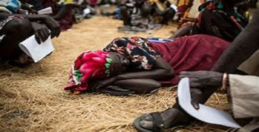 A woman waits to receives medical care at an outdoor support clinic in Thaker, Leer County, South Sudan. (Photo credit: Siegfried Modola / MSF)